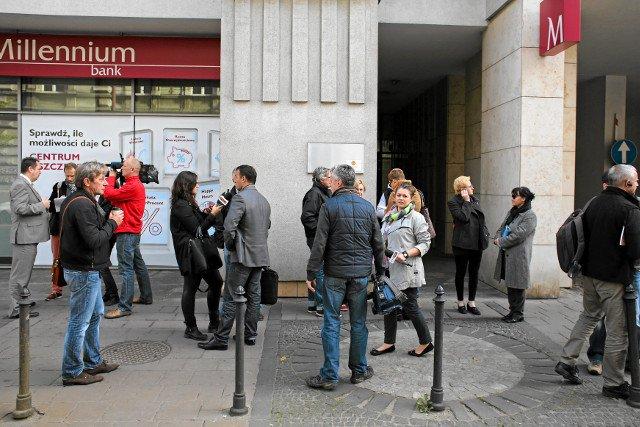 Kraków, milczący protest kredytobiorców mających problem ze spłatą hipoteki