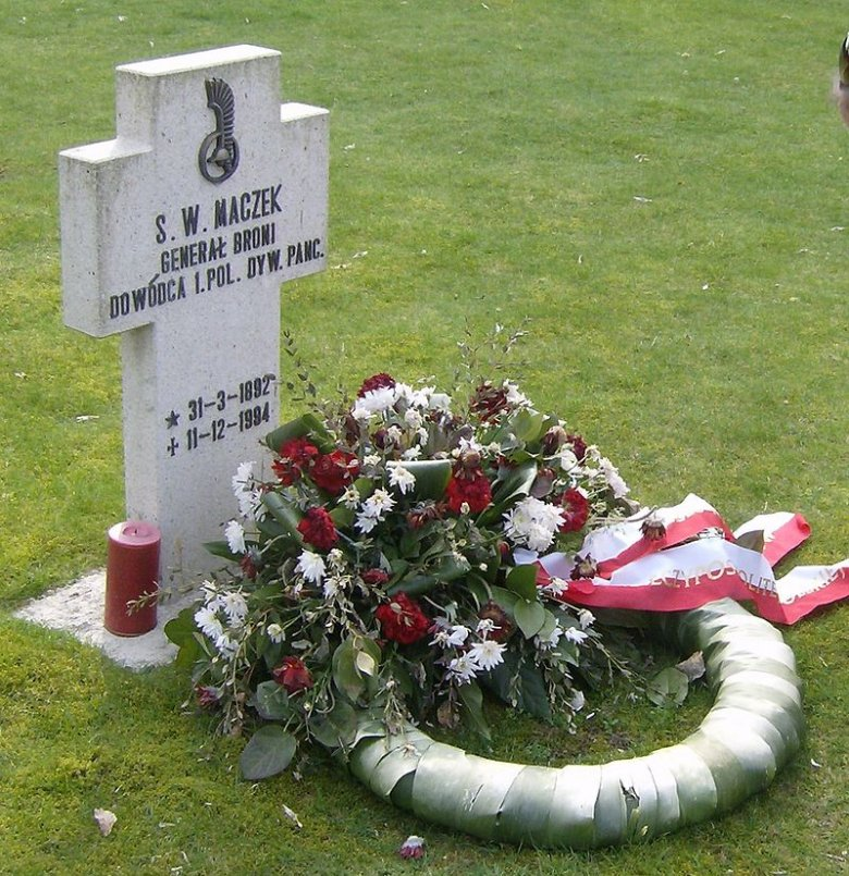 Grób generała Maczka w Bredzie.