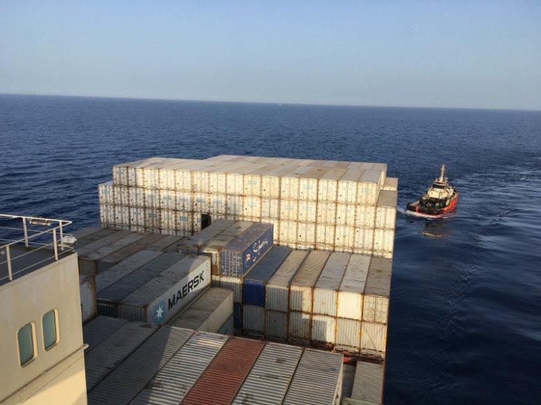 Tylko kontenerowy Tetris i ocean po horyzont.