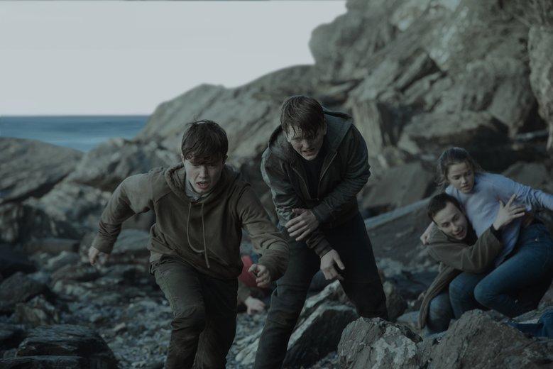 """Kadr z filmu """"22 lipca"""", który pokazał wydarzenia z masakry na wyspie Utoya."""