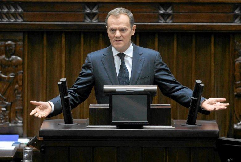 Premier Donald Tusk na mównicy sejmowej mówi o przyszłości Unii Europejskiej.