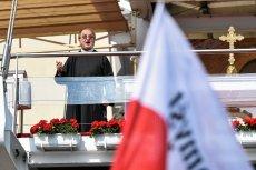 """Ojciec Rydzyk, Jan Szyszko i tysiące """"niezadowolonych z PiS"""" mają manifestować w Warszawie."""