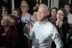 Robert Biedroń na wieczorze wyborczym Lewicy robił dobrą minę do złej gry.