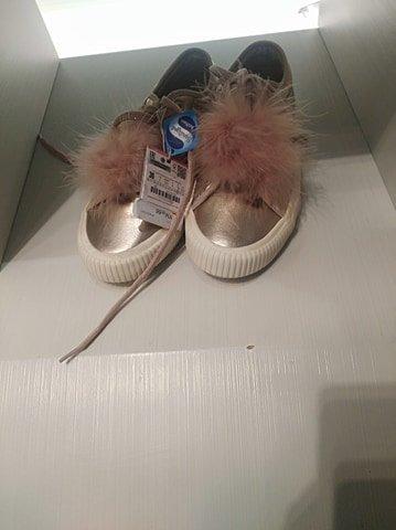 Buty na dziale dziecięcym