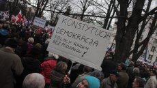 W całej Polsce odbywają się manifestacje Komitetu Obrony Demokracji