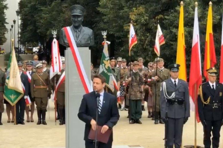 Uroczystość odsłonięcia pomnika generała Zbigniewa Ścibora-Rylskiego.