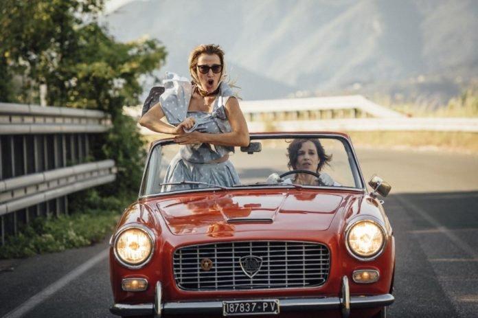 """""""Zwariować ze szczęścia"""" to zeszłoroczny film w reżyserii Paolo Virziego, opowiadający o przyjaźni dwóch krańcowo różnych kobiet, które poznały się w toskańskim domu wariatów"""