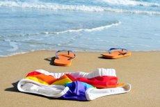 Po wizycie na plaży dla naturystów chcesz spać bez piżamy? Znajdź odpowiedni nocleg.