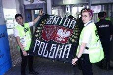 To zdjęcie baneru, które skonfiskował obserwator FIFA od kibiców z Zatora, obiegło internet.