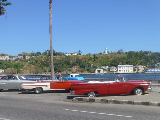 stare amerykańskie auta na Kubie