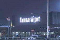 Polak wjechał BMW na płytę lotniska w Hanowerze, paraliżując ruch samolotów.