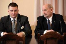 NIK kieruje sprawę do prokuratury, MON wyjaśnia. Jest odpowiedź ministerstwa w sprawie umów podpisanych przez Bartłomieja Misiewicza.