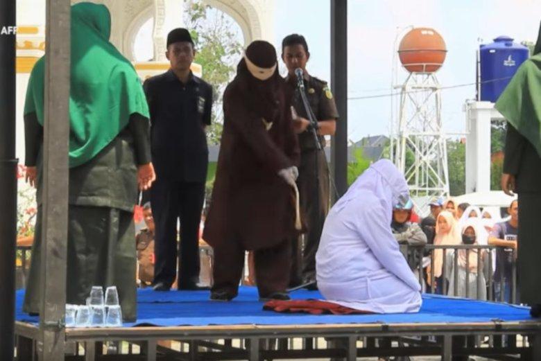 Kara chłosty w indonezyjskie prowincji Aceh wciąż jest publicznie wykonywana.