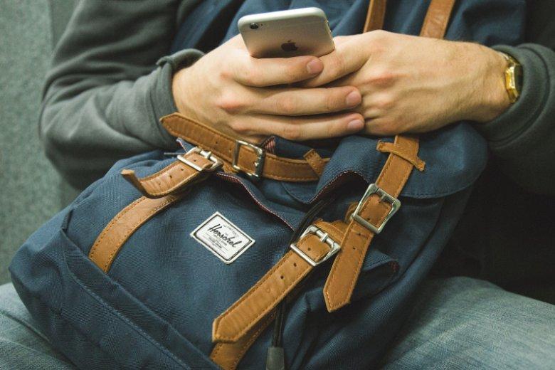 Coraz więcej operatorów proponuje niższe ceny na zakup nowoczesnych smartfonów dla osób, które zdecydują się na łączenie usług