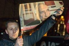 Jacek Międlar spalił zdjęcie Tadeusza Mazowieckiego podczas demonstracji nacjonalistów we Wrocławiu