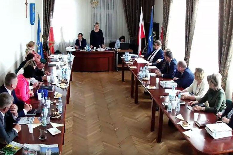 Radni gminy Wola Krzysztoporska zdecydowali co stanie się z flagą UE w ich sali obrad.