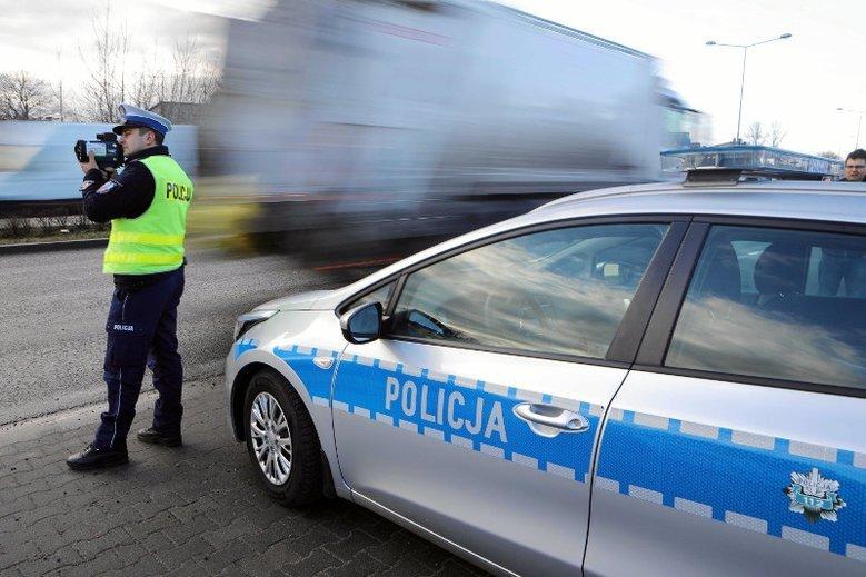 Policja poszukuje Roberta Bloka, który 3 maja przejeżdżał przez teren zabudowany z prędkością 158 km/h.