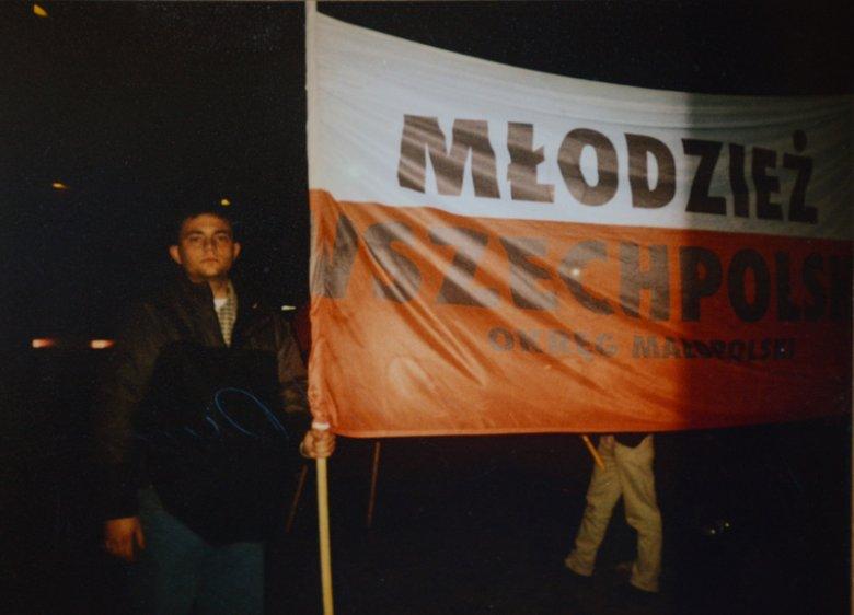 Fotoreporter Dariusz Grochal we wczesnej młodości był członkiem Młodzieży Wszechpolskiej. W wywiadzie dla naTemat tłumaczy dlaczego.