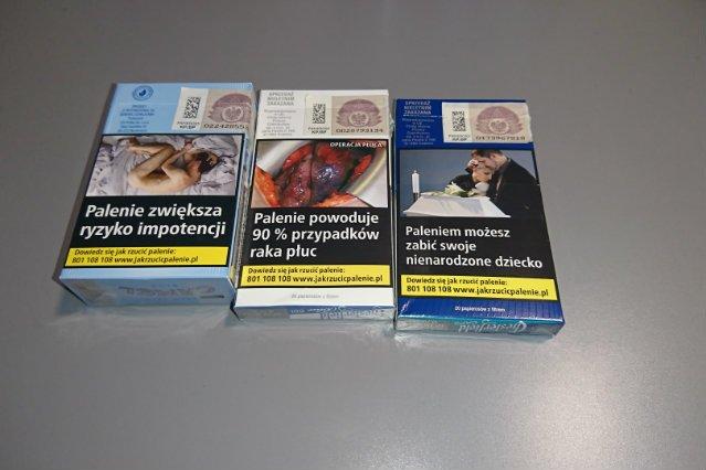 Fotografie przedstawiające końcowe stadia rozwoju nowotworów czy rozpacz rodziców po spowodowanym paleniem poronieniu mają palaczom przemawiać do wyobraźni