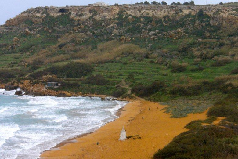 Ramla Bay, zatoka Gozo, z Plażą Czerwonego Piasku