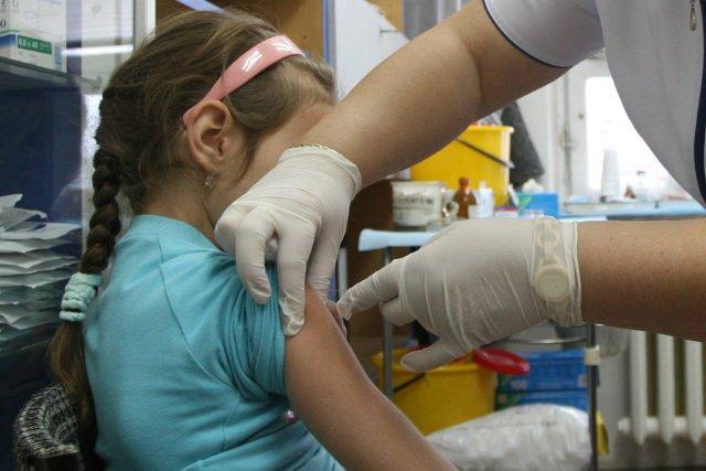 Wikary zwoleńskiej parafii miał przekonywać, że szczepionki są wytwarzane z poaborcyjnych płodów
