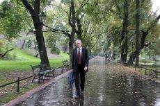 Jarosław Gowin od lat korzysta ze spacerów po krakowskich Plantach.