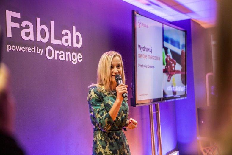 FabLab powered by Orange to nowoczesna pracownia przy ul. Twardej 14/16 w Warszawie, założona przez Fundację Orange i Stowarzyszenia Robisz.to w 2017 roku
