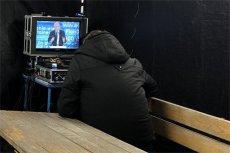 W takich warunkach PiS pozwolił pracować dziennikarzom.
