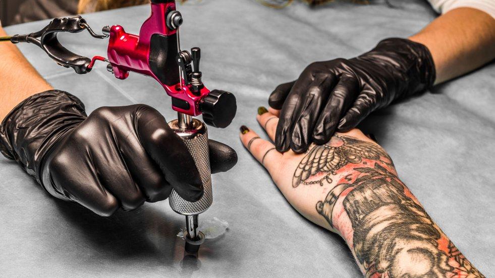 Do tej pory usuwanie tatuaży było kosztowne i dość bolesne. Nie dawało również gwarancji pełnego usunięcia niechcianej pieczątki. Wydaje się jednak, że laserowa metoda ich usuwania niedługo odejdzie do lamusa.