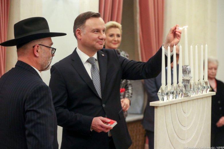 Andrzej Duda zapalił w Pałacu Prezydenckim chanukowe świece.