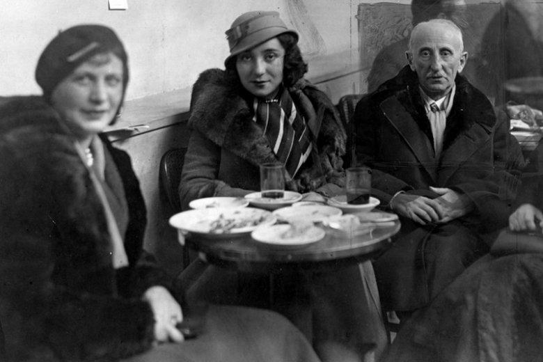 Bolesław Leśmian na zdjęciu z córką.