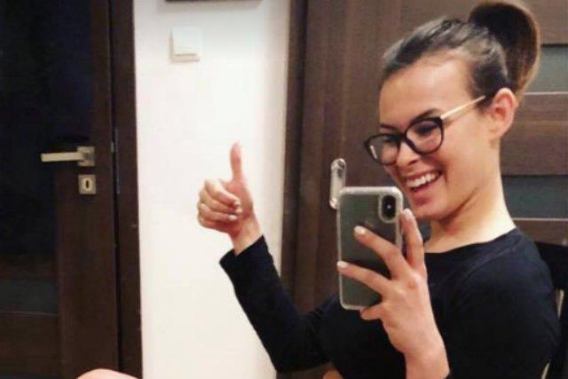 Dietetyczka Karolina Gruszecka opublikowała post, w którym pokazała fałdki na brzuchu. Jej wpis polubiło już 6 tys. osób.