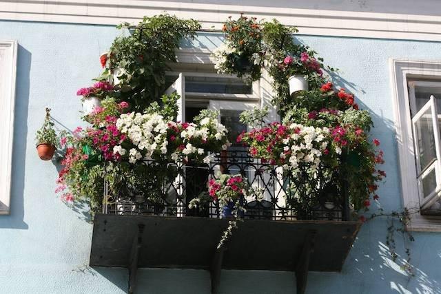 Nawet balkon w starej kamienicy może wyglądać imponująco. Ładny przykład... z Radomia.