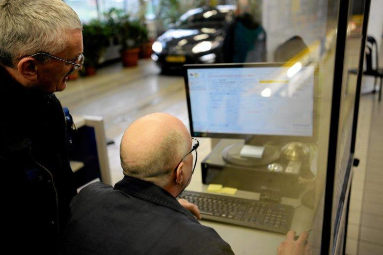 Gdy w dowodzie rejestracyjnym zostanie zapełnione sześć rubryk na potwierdzenie badań technicznych, to wówczas trzeba wymienić dokument.