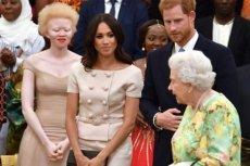 Mimo że księżna Sussexu budzi ostatnio największe zainteresowanie, tym razem uwagęinternautów skradła tajemnicza piękność z drugiego rzędu. Kim jest?