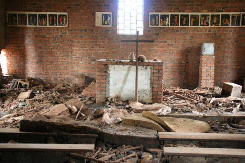 Ocaleni z ludobójstwa w Rwandzie obwiniają Kościół, że nie zrobił nic, by powstrzymać rzeź, a nawet pomagał zabójcom. A Kościół milczy na temat swojej działalności w Rwandzie.