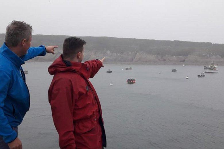 Polak dokonał niewiarygodnego wyczynu. Po raz trzeci pokonał Ocean. Na francuskim brzegu na Aleksandra Dobę czekali bliscy i fani. Dopingowali go w ostatnich metrach liczącej ponad 4 tys. mil morskich podróży. Gratulacje!