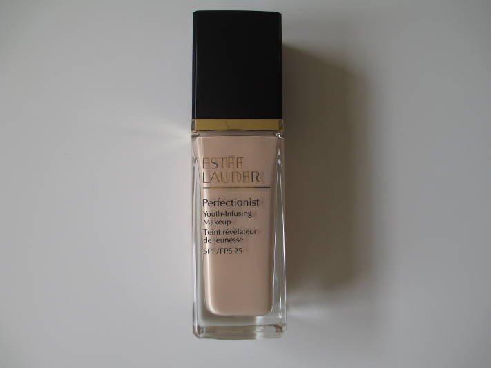 Podkład Perfectionist Estee Lauder, kolor 1N1 Ivory Nude