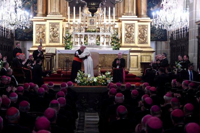Spotkanie papieża z biskupami miało ciepły, rodzinny charakter.