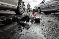 Na trasie A1 doszło do dwóch karamboli, w których ucierpiały 32 osoby, a uszkodzonych zostało około 70 samochodów.