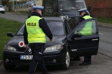 Podczas kontroli drogowej policjanci, jak i kierowcy muszą przestrzegać określonych zasad.