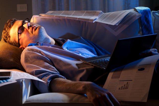 Nam też czasem zdarza się przysypiać. Z badań sondażowni TNS Polska wynika, że 48 proc. Polaków jest notorycznie niewyspanych