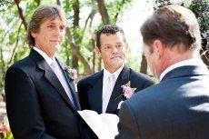 Wyspa Saba wschodząca w skład Antyli Holenderskich zalegalizowała małżeństwa homoseksualne.