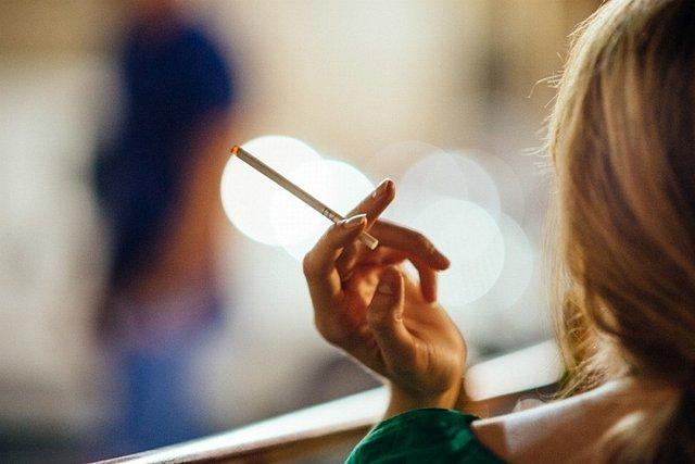 Wprowadzone w krajach członkowskich Unii Europejskiej ostrzeżenia obrazkowe mają obrzydzić palaczom papierosów ich zgubny nałóg