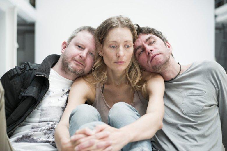 Troje świetnych aktorów, prosta scenografia, światło i mocna muzyka - to wystarczy, by stworzyćdobry spektakl