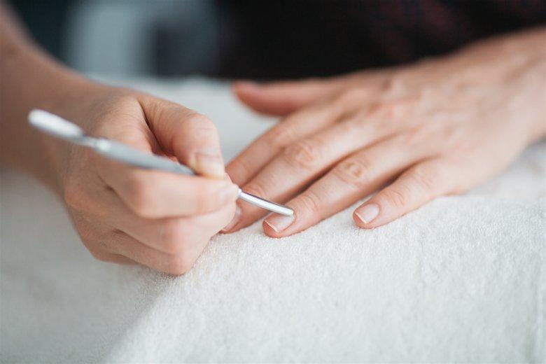 Kopytko znakomicie sprawdzi się nie tylko przy usunięciu lakieru ale również skórek.