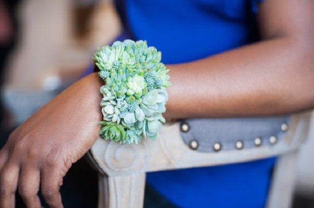 Kwiatowe są bransolety, pierścionki czy naszyjniki.