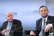 Duda chwali się spotkaniem z senatorem McCainem, Siemoniak chce sprowadzić go na ziemię.