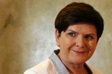 Beata Szydło wyznała, że dla niej najważniejszą i najmądrzejszą książką jest Biblia, która wystarczy za wszystkie książki świata. Internauci pytają, czy w takim razie przeczytała konstytucję.