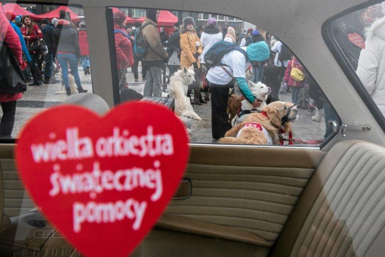 """Wolontariusze WOŚP wyproszeni ze stacji Orlenu. """"Przykry incydent"""" – koncern przeprasza, w internecie zapowiedzi bojkotu"""